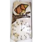 Horloge verticale, format moyen, hblv16-13b, blanche, de l'artiste Alexandre Tardif, faite en bois, tilleul, format rectangulaire, fond blanc, dimension : 15.5 x 7.5 x 1 pouces de largeur, décoration fonctionnelle, 1 batterie 2A