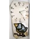 Horloge verticale, format moyen, hblv16-21, blanche, de l'artiste Alexandre Tardif, faite en bois, tilleul, format rectangulaire, fond blanc, dimension : 15.5 x 7.5 x 1 pouces de largeur, décoration fonctionnelle, 2 batteries 2A