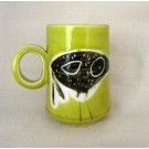Tasse allongée, # 35, verte, de l'artiste Créations Ratté, medium : céramique, objet utilitaire cuit à très haute température, résistant au four, au micro-onde et au lave-vaisselle