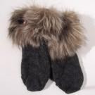 Moufle nanouk, no 17, de l'artiste Irèna Geerts, Création québécoise faite à la main. Modèle garni d'une finition de fourrure recyclée et de laine alpaga à 100 %.