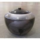 Jarre Cercle, de l'artiste Véronique Martel, Céramique enfumée, dimension : 5.5 x 6 x 6 pouces de largeur