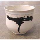 Gobelet-pouce, no 65, de l'artiste Nancy Lavigueur, en semi-porcelaine. dimension : 3.25 po x 3.75 pouces de largeur, pièce vendue à l'unité