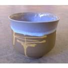 Gobelet-pouce, no 8, de l'artiste Nancy Lavigueur, en semi-porcelaine.  dimension : 3.25 po x 3.75 pouces de largeur, pièce vendue à l'unité