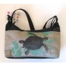 Petit sac 7x10 po, no 7 B, de l'artiste Cynthia DM, Tissu imperméable Nylon Majestic, doublure intérieure, sérigraphie sur tissu, jeux de coutures décoratives, fermeture éclair YKK (meilleure qualité)