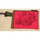 Pochette-mousqueton (petite), no 27, de l'artiste Cynthia DM, Tissu imperméable Nylon Majestic, doublure intérieure, sérigraphie sur tissu, jeux de coutures décoratives, fermeture éclair YKK (meilleure qualité)