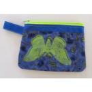 Pochette (grande), no 77, de l'artiste Cynthia DM, Tissu imperméable Nylon Majestic, doublure intérieure, sérigraphie sur tissu, jeux de coutures décoratives, fermeture éclair YKK (meilleure qualité)