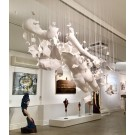 Vapeur humaine I, de l'artiste Jérôme Trudelle, Installation, Médium utilisé : bandelettes de plâtre et fils de nylon, Création unique, dimension : 77 po x 43 po largeur x 61 po hauteur