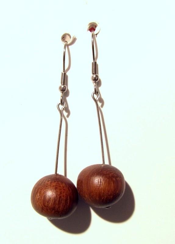 Boucles d'oreilles, Cerise, no 39, de l'artiste Le Forestier, Bijoux faits de bois