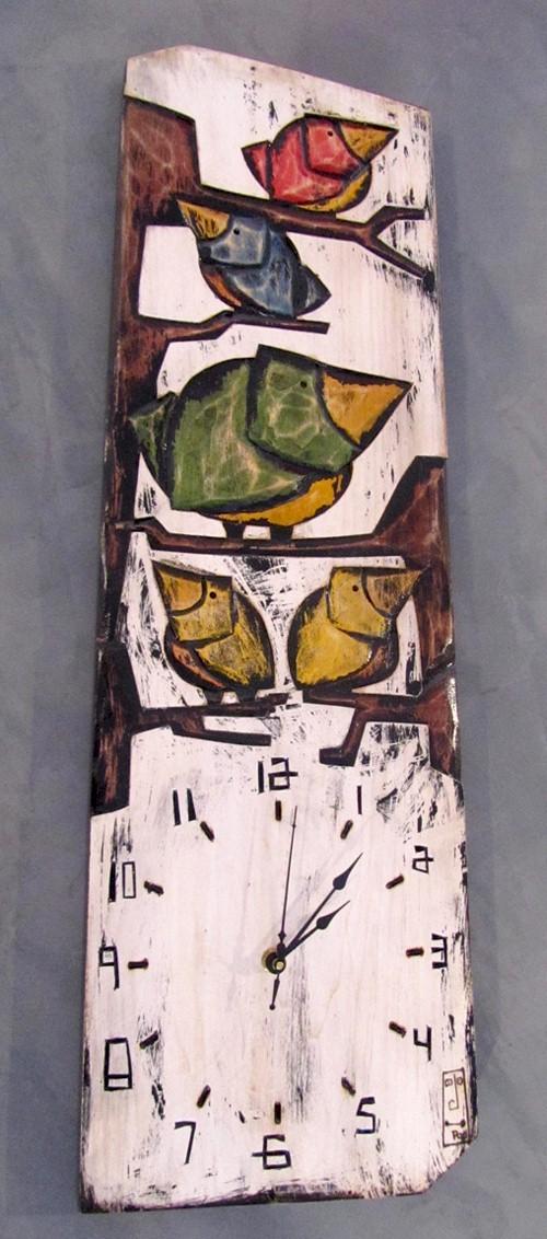 Horloge, format grand, Oiseaux famille, fond blanc, de l'artiste Alexandre Tardif, faite en bois, tilleul, format rectangulaire, dimension : 24 x 1 x 8 pouces de largeur, décoration fonctionnelle, 2 batteries 2A
