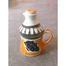 Bouteille à sirop d'érable, # 5, clémentine, de l'artiste Créations Ratté, medium : céramique, objet utilitaire cuit à très haute température, résistant au four, au micro-onde et au lave-vaisselle