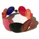 Bracelet 1 rang (multi-rouge), no 16, Molusk, Longueur 6.5 pouces, Bijou aquatique souple et léger fait de PVC coloré qui épouse la forme du corps à la manière d'un tatouage, vue 1
