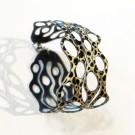Bracelet Cellules (or, pois noirs), no 30, Paris, Longueur 6.75 pouces, Bijou aquatique souple et léger fait de PVC coloré qui épouse la forme du corps à la manière d'un tatouage, vue 2