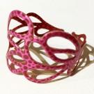 Bracelet Feuille (rose, pois rose foncé), no 19, de l'artiste Molusk, Longueur 6.75 pouces, Bijou d'inspiration aquatique souple et léger fait de PVC coloré qui épouse la forme du corps à la manière d'un tatouage