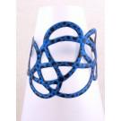 Bracelet Gribouilli, no 2, de l'artiste Molusk, Paris, Longueur 6 pouces, Bijou aquatique souple et léger fait de PVC coloré qui épouse la forme du corps à la manière d'un tatouage