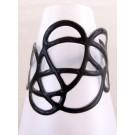 Bracelet Gribouilli, no 3, de l'artiste Molusk, Paris, Longueur 6 pouces, Bijou aquatique souple et léger fait de PVC coloré qui épouse la forme du corps à la manière d'un tatouage