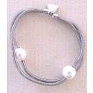 Bracelet SATELLITE FIN, no 64, de l'artiste Sandrine Giraud, Ce bijou marie avec élégance la grâce et l'originalité des lignes résolument contemporaines. longueur de 8 pouces