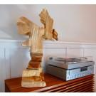 Bermudienne montagnarde, de l'artiste Claudia Côté, Sculpture, bois plywood, pin, masonite, Création unique, dimension : 26 x 16 x 18 po, vue 1
