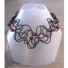 Collier Liane perlée, no 16, de l'artiste Sandrine Giraud, Paris, Ce bijou modulable, toujours original, marie avec élégance la grâce des perles avec l'originalité des lignes résolument contemporaines.