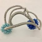 Bracelet FLOCON, no 15, de l'artiste Sandrine Giraud, Paris, Ce bijou modulable marie avec élégance la grâce et l'originalité des lignes résolument contemporaines. longueur de 8 pouces