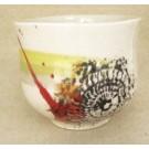 Gobelet-dentelle new, no 76, de l'artiste Nancy Lavigueur, en semi-porcelaine. Un endroit est prévu pour le pouce!  dimension : 3 po x 4 pouces de largeur, pièce vendue à l'unité