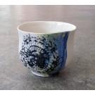 Gobelet-dentelle, no 1, de l'artiste Nancy Lavigueur, en semi-porcelaine. dimension : 3 po x 4 pouces de largeur, pièce vendue à l'unité