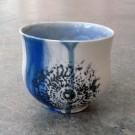 Gobelet-dentelle, no 3, de l'artiste Nancy Lavigueur, en semi-porcelaine. dimension : 3 po x 4 pouces de largeur, pièce vendue à l'unité