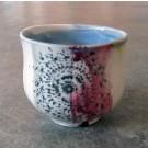 Gobelet-dentelle, no 9, de l'artiste Nancy Lavigueur, en semi-porcelaine. dimension : 3 po x 4 pouces de largeur, pièce vendue à l'unité