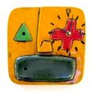 Horloge Klok Face jaune, K12, de l'artiste Alexandre Tardif, faite en bois, tilleul, format carré, dimension : 8 x 1 x 8 pouces de largeur, décoration fonctionnelle, 1 batterie 2A