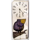Horloge verticale, format moyen, hblv16-05, blanche, de l'artiste Alexandre Tardif, faite en bois, tilleul, format rectangulaire, fond blanc, dimension : 15.5 x 7.5 x 1 pouces de largeur, décoration fonctionnelle, 1 batterie 2A