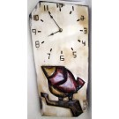 Horloge verticale, format moyen, hblv16-0C, blanche, de l'artiste Alexandre Tardif, faite en bois, tilleul, format rectangulaire, fond blanc, dimension : 15.5 x 7.5 x 1 pouces de largeur, décoration fonctionnelle, 2 batteries 2A