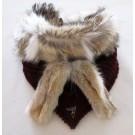 Foulard triangle, no 27, de l'artiste Irèna Geerts, Création québécoise faite à la main, Cache-cou garni d'une finition de fourrure recyclée, S'attache avec des liens tricotés