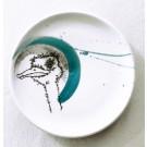 Assiette, no 15, de l'artiste Nancy Lavigueur, Poterie utilitaire semi-porcelaine, dimension : 8 pouces de diamètre, 24 po de circonférence, pièce vendue à l'unité