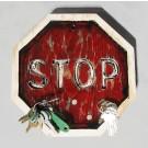 Porte clefs magnétique STOP, de l'artiste Alexandre Tardif, dimension 9.5 x 9.5 pouces de largeur