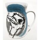 Tasse autruche, no 62, de l'artiste Nancy Lavigueur, Poterie utilitaire en porcelaine, dimension : 4.5 po hauteur, 5 po de largeur incluant l'anse, 3.5 po de profondeur, pièce vendue à l'unité, vue A