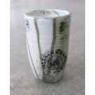 Vase moyen, no 9, de l'artiste Nancy Lavigueur, Poterie utilitaire semi-porcelaine, dimension : 6 po hauteur, 3.5 po diamètre, 11.5 po circonférence, pièce vendue à l'unité